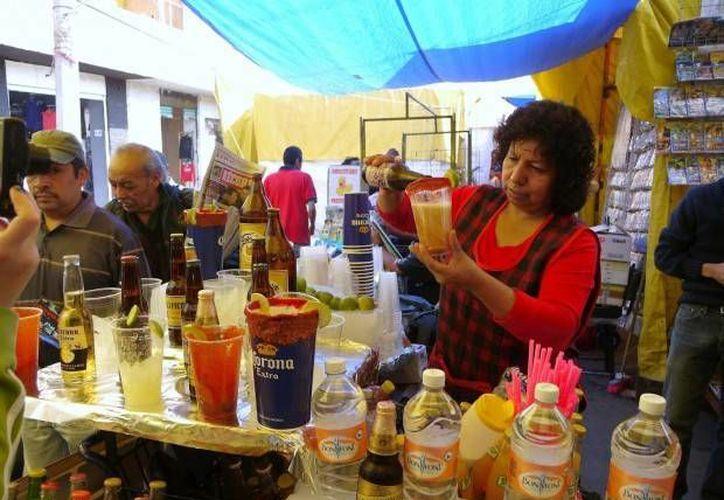 Tanto en La Lagunilla como en Tepito existen establecimientos ilegales que venden bebidas alcohólicas de todo tipo, incluso a menores de edad. (arca-lab.com)