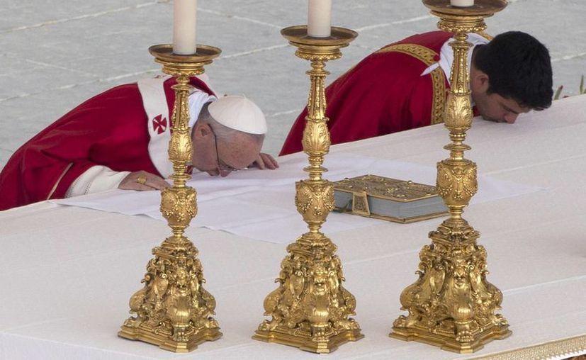 """""""Preguntémonos, ¿estamos abiertos a las sorpresas de Dios o nos cerramos con miedo a las novedades?"""", dijo Francisco en la homilía dominical. (Agencias)"""