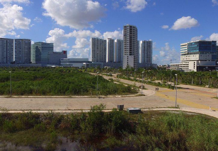 El proyecto aún contemplaba la construcción de dos torres más de 22 niveles.(Foto: Israel Leal)