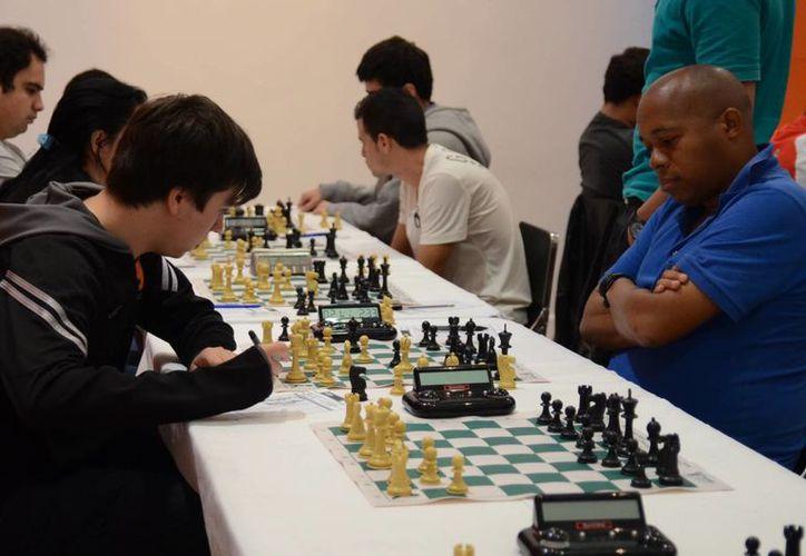 El Gran Maestro cubano Lázaro Bruzón Bautista lidera el torneo Carlos Torre Repetto en su edición 25. (Milenio Novedades)