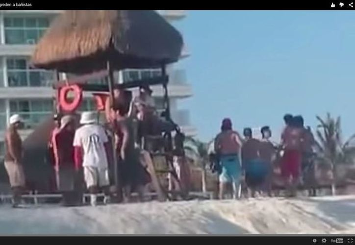 El vendedor ambulante que hirió a tres bañistas en Playa Gaviota Azul fue detenido esta tarde. (Redacción/SIPSE)