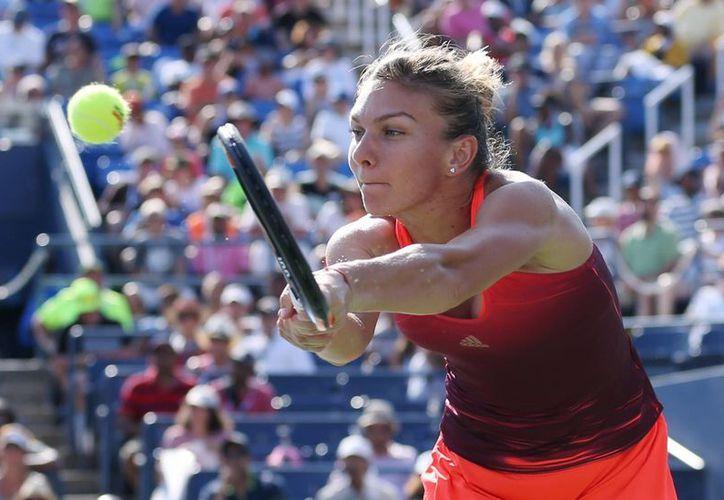La rumana Simona Halep venció en semifinales a Victoria Azarenka por marcador de 6-3, 4-6, 6-4 y consiguió su boleto para las semifinales del Abierto de Estados Unidos. (Archivo AP)