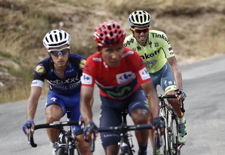 El ciclista italiano del equipo Quick Steep, Gianluca Brambilla (izquierda), ganó este domingo, la decimoquinta etapa de la Vuelta Ciclista a España 2016. (EFE)