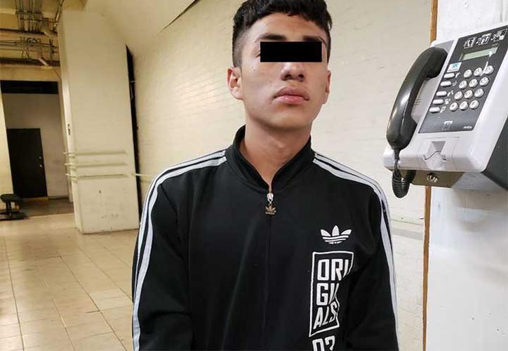 Kevin fue captado por las cámaras del C2 Oriente cuando junto con otros sujetos realizaba disparos en la calle Miguel Negrete. (Especial)