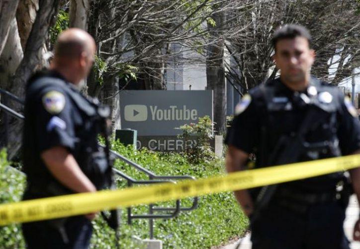 Esta tarde una mujer se puso a disparar en la sede de YouTube, donde hirió a tres personas antes de suicidarse. (Foto: Reuters)