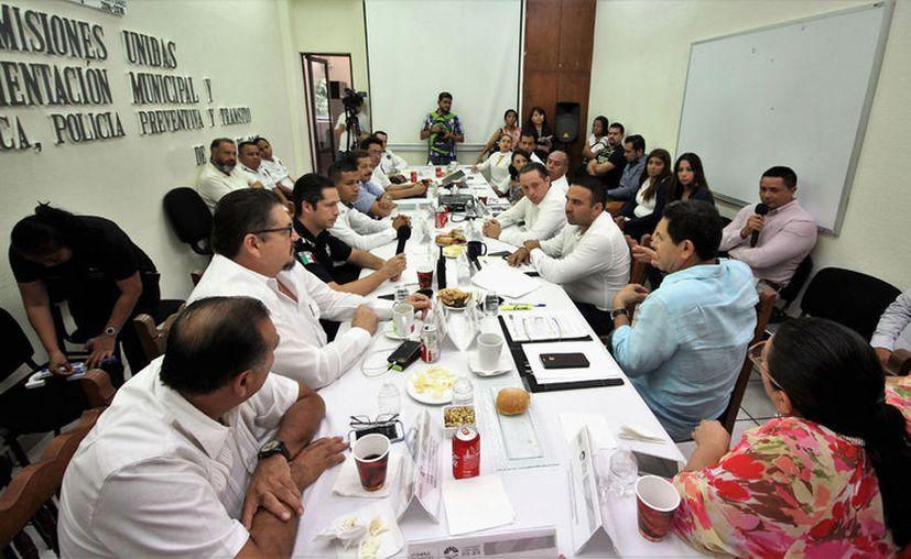 Los regidores sostuvieron una reunión de trabajo para analizar temas referentes a la digitalización. (Cortesía)