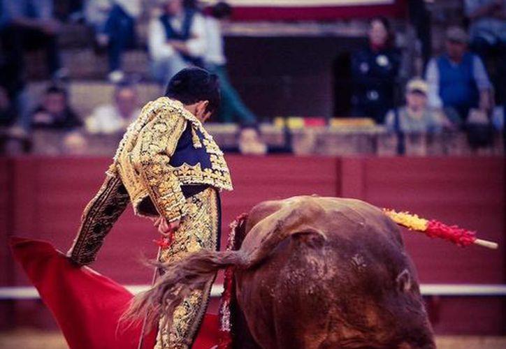 El matador mexicano Joselito Adame durante su actuación en la quinta tarde de la Feria de Sevilla este miércoles. (Facebook)