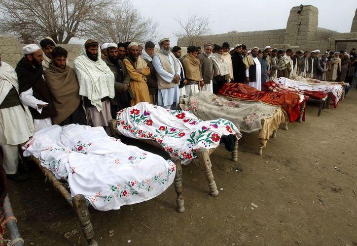 Otras fuentes afirmaron que son 12 las niñas muertas por el estallido de la mina. (EFE)