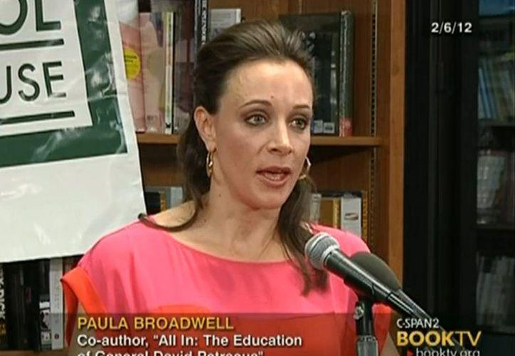 Paula Broadwell percibía a la segunda mujer como una amenaza para su relación con Petraeus. (Agencias)