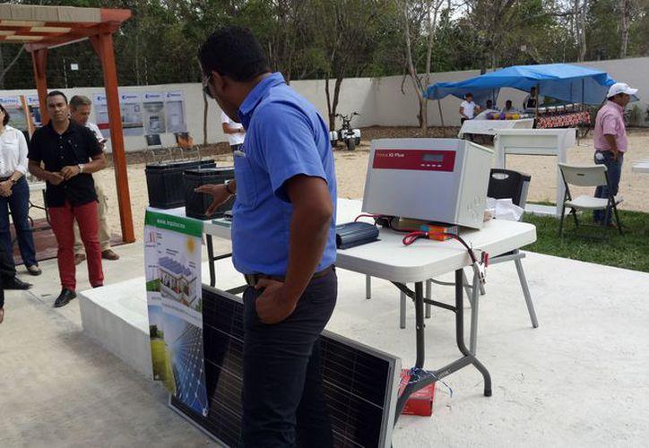 Realizaron una exhibición de productos en las instalaciones del Colegio de Ingenieros. (Sara Cauich/SIPSE)