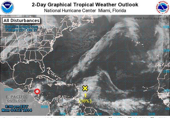 Imagen de satélite del Centro Nacional de Huracanes de Miami que muestra el punto donde se encontraba, esta tarde, la tormenta tropical Hanna, frente a Centroamérica.