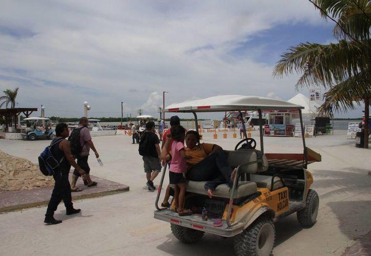 La presencia de turismo cancunense, nacional y extranjero en la ínsula tiene un aumento importante, gracias a la nueva carretera. (Tomás Álvarez/SIPSE)