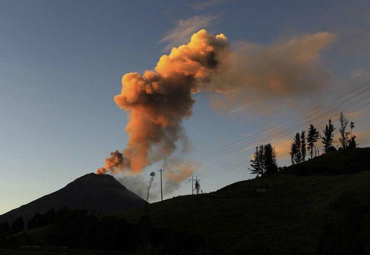 El volcán Tungurahua registró casi cuatro meses de relativa quietud. (EFE)