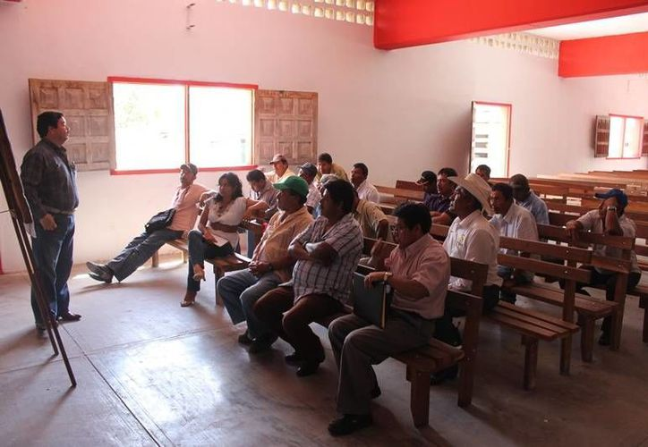 Los productores agropecuarios se capacitan para conocer la operación de los programas y componentes de la Sagarpa. (Edgardo Rodríguez/SIPSE)
