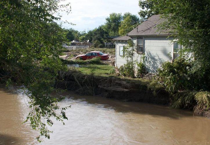 Vista general de una casa afectada pro las inundaciones en el condado Weld, al norte de Denver, Colorado. (EFE)