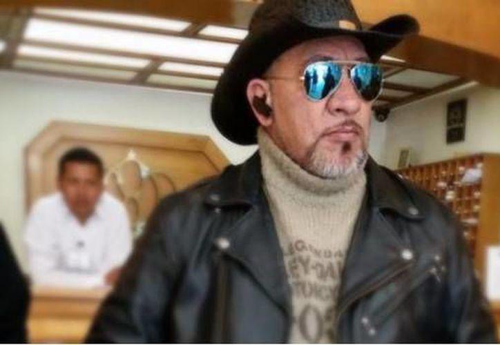"""El """"cazafantasmas"""" busca contender para diputación. (Foto de Carlos Trejo Oficial / Facebook)"""