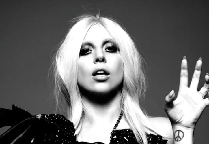 Lady Gaga salió a por Halloween este año y se vistió como Edward Scissorhands. (Contexto/Internet).