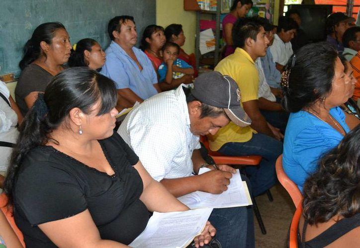 Entrega de útiles escolares del Conafe en el municipio de Tizimín. (SIPSE)