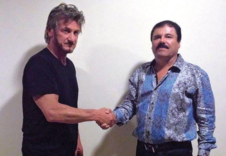 El actor Sean Penn, (i) y el narcotraficante Joaquín Guzmán Loera en una foto tomada por motivos de autenticación durante una entrevista para la revista Rolling Stone. (Credit Rolling Stone)