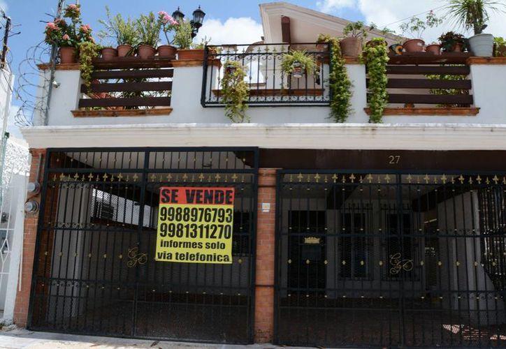 Obtienen asesores permiso legal para ofertar vivienda. (Tomás Álvarez/SIPSE)