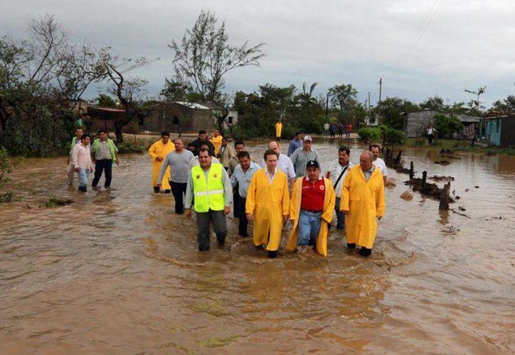 La localidad de La Gloria que sufrió una sequía de más de seis meses, hoy parece un gran lago. (Notimex/Foto de Contexto)