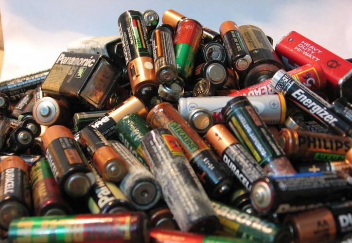 Millones de pilas son desechadas por los yucatecos al año. (Agencias)