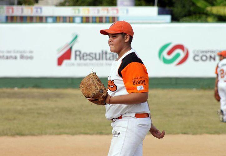Los deportistas de Quintana Roo se prepararon para que el fin de semana den lo mejor de sí en béisbol en categorías Prejunior e Infantil. (Alberto Aguilar/SIPSE)