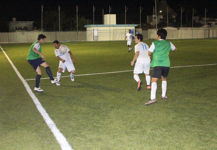 Con atractivos encuentros iniciaron las actividades dentro de la jornada 11 de la Liga de Fútbol de Interdependencias. (Miguel Maldonado/SIPSE)