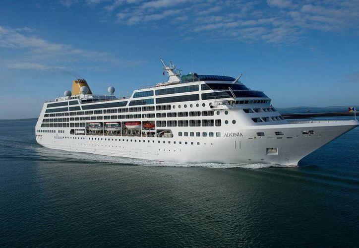 Foto sin fecha provista por Carnival Corp. donde se ve el barco Adonia para 710 pasajeros. Carnival podría convertirse en la primera compañía de cruceros estadounidense en visitar Cuba desde que se impuso el embargo comercial en la década de 1960. (Foto Carnival Corporation vía AP, Archivo)