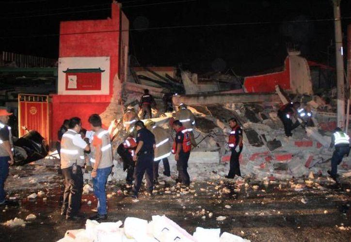 Protección Civil informó en Twitter que no había personas en el restaurante. (Foto: SIPSE)