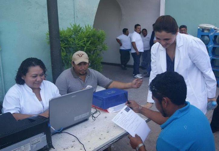 En junio pasado, la DTEY aplicó pruebas a choferes de Progreso. (Manuel Pool/SIPSE)
