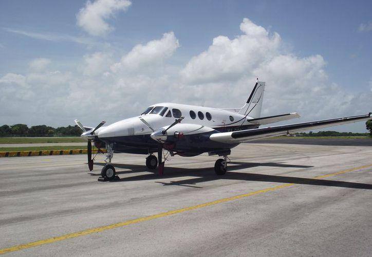 Entre tres y cuatro vuelos semanales, es la frecuencia actual con la que operar la empresa. (Joel Zamora/SIPSE)
