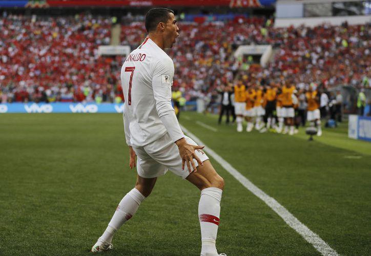 Durante el partido de la fase de grupos contra Marruecos, Cristiano Ronaldo anotó y rebasó al fallecido húngaro Ferenc Puskas, quien tenía el récord de más goles con una selección europea, que era 84. (Foto: AP)