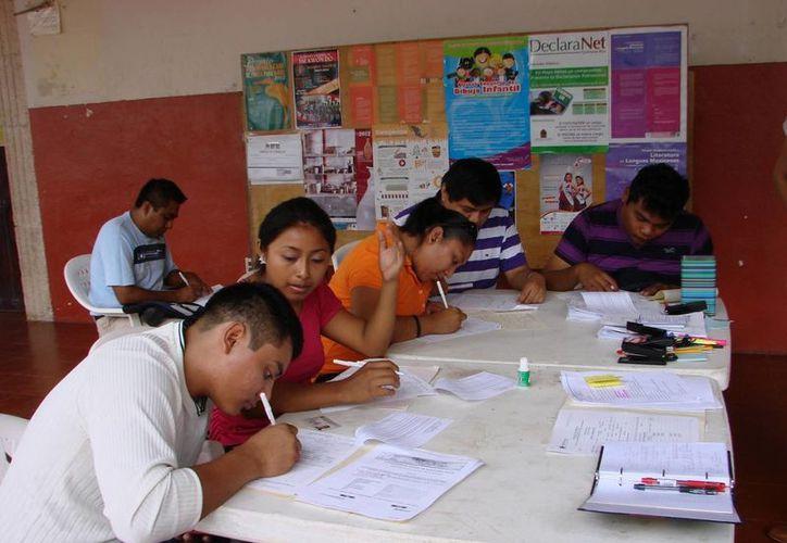 Responsables de diferentes oficinas asistieron al taller. (Manuel Salazar/SIPSE)