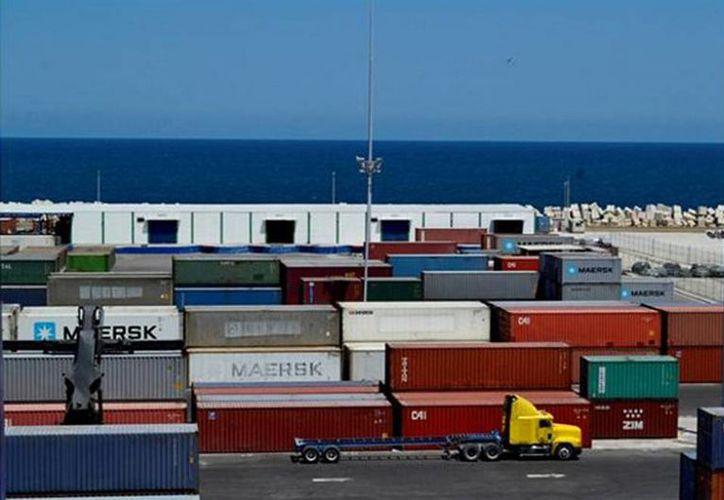 Existe un gran movimiento de contenedores en el Puerto de Altura de Progreso. (Milenio Novedades)