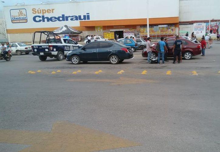 """Robo sin violencia en el estacionamiento de supermercado """"Chedraui"""" en Chetumal. (Foto: SIPSE)"""