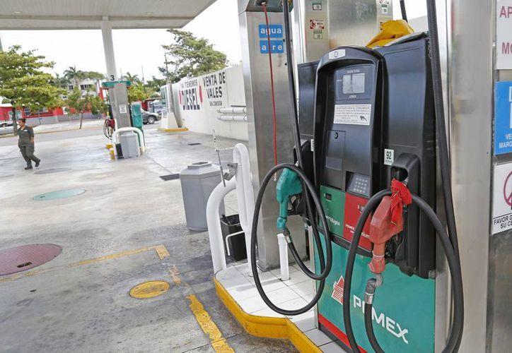 Dan a conocer las gasolineras que no tienen combustible. (Jesús Tijerina/SIPSE)
