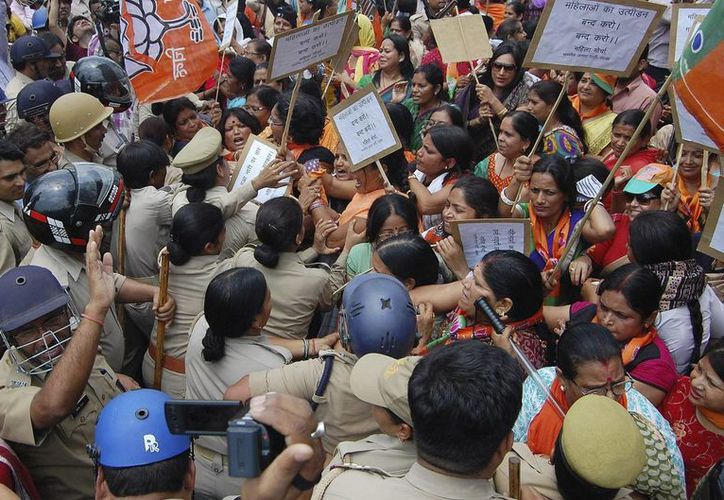 La sociedad india se encuentra indignada por la impunidad que prevalece respecto a los casos de ataques sexuales contra mujeres. (EFE/Archivo)