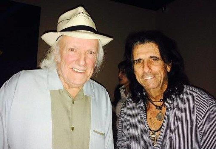 Dick Wagner (izquierda) coescribió varios de los exitos del cantante Alice Cooper (Foto:The Associated Press)