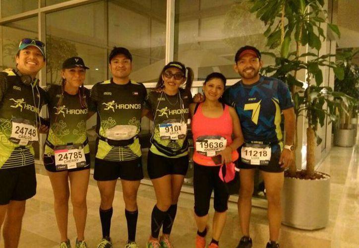 Parte del grupo de yucatecos que participa este domingo, en la XXXIV edición del Maratón de la Ciudad de México. (Marco Moreno/SIPSE)