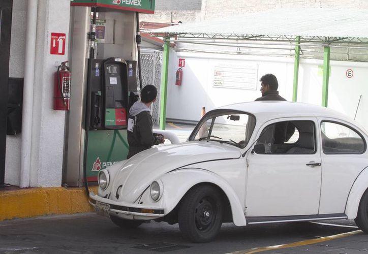 El primer 'gasolinazo' del año se aplicó este miércoles 1 de enero. (Notimex)