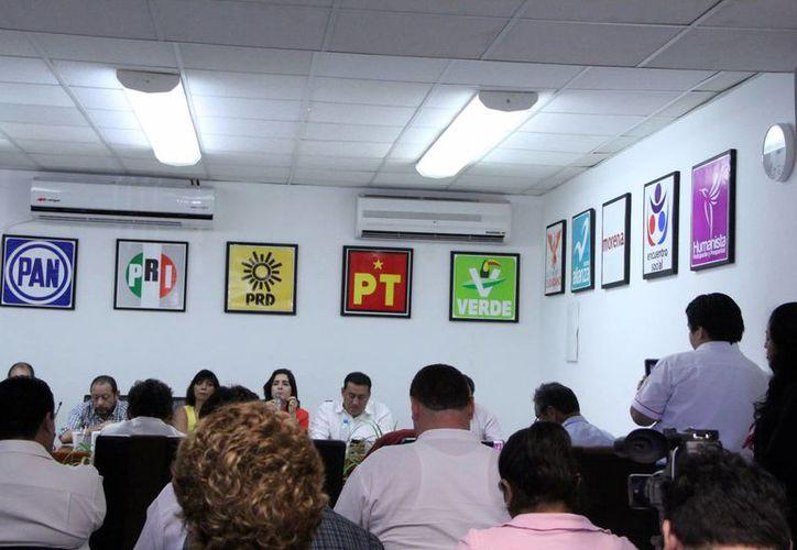 El INE coteja que los partidos cumplan con los requerimientos para participar en las votaciones de 2015. (José Acosta/SIPSE)