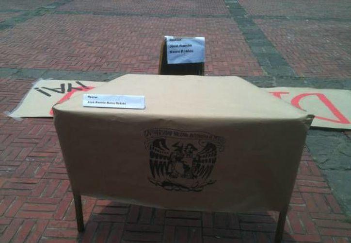 Instalaron una mesa que representa el dialogo con las autoridades de la UNAM. (Milenio)