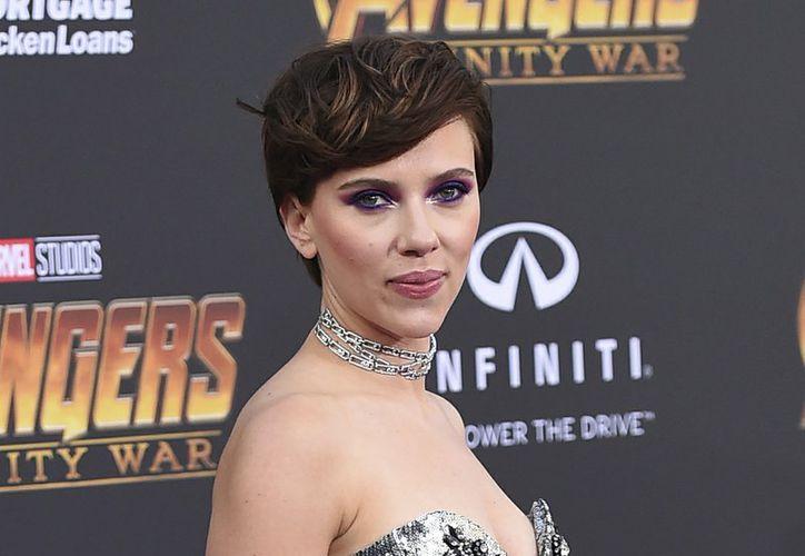 """""""He aprendido mucho de la comunidad desde que hice mi primera declaración sobre el casting y me di cuenta de que era insensible"""", afirmó Scarlett Johansson . (AP)"""
