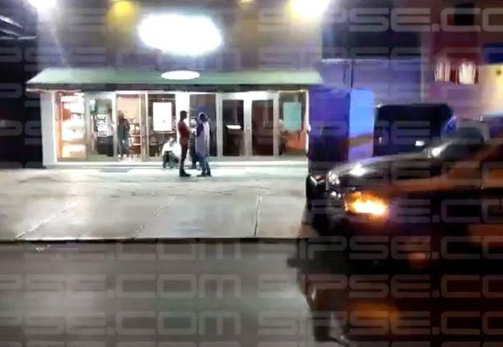 Las víctimas señalan que los videos de las cámaras de seguridad del lugar ya están circulando para la pronta captura de los responsables. (SIPSE)
