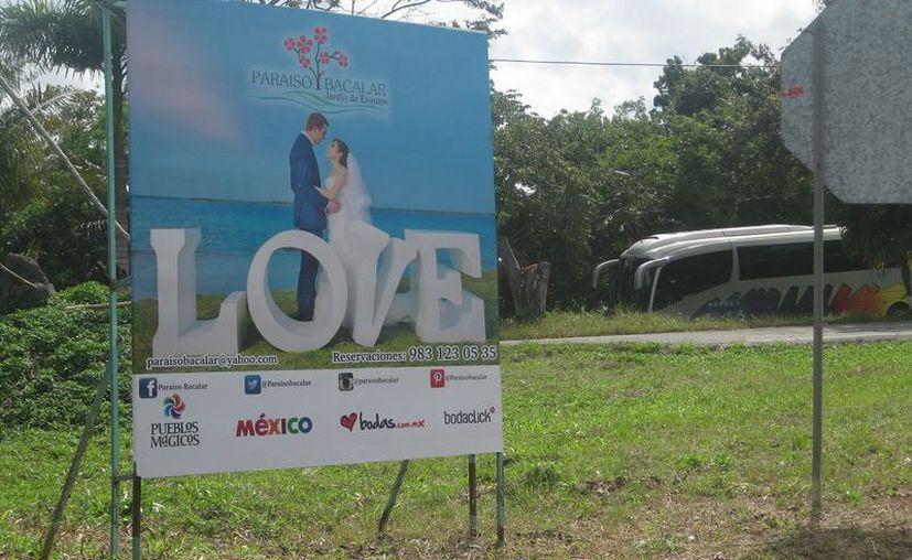 La realización de bodas beneficia a las aerolíneas, transportadoras, organizadores y florerías, entre otros sectores. (Javier Ortiz/SIPSE)