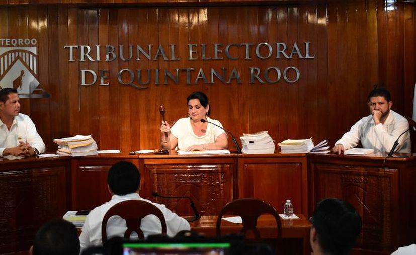 Las excandidatas a presidencias municipales por Benito Juárez y Puerto Morelos, Niurka Alba Sáliva Benítez y Eloisa Zetina Barriga, respectivamente, fueron amonestadas por el Teqroo. (Benjamín Pat/SIPSE)
