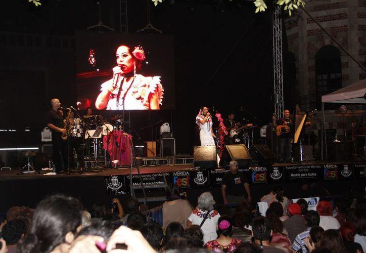 El pasado 6 de enero cientos de personas asistieron al concierto que la cantante Lila Downs ofreció con motivo del aniversario de Mérida. (Archivo/SIPSE)