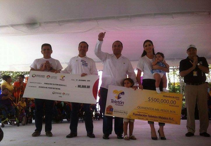 Realizan donativo autoridades de Quintana Roo. (Sergio Orozco/SIPSE)