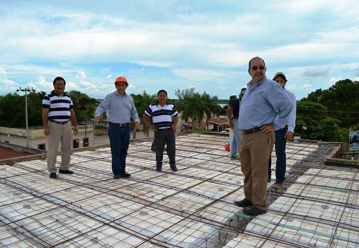 Francisco Flota Medrano realizó ayer un recorrido por las nuevas instalaciones del Palacio Municipal. (Carlos Horta/SIPSE)